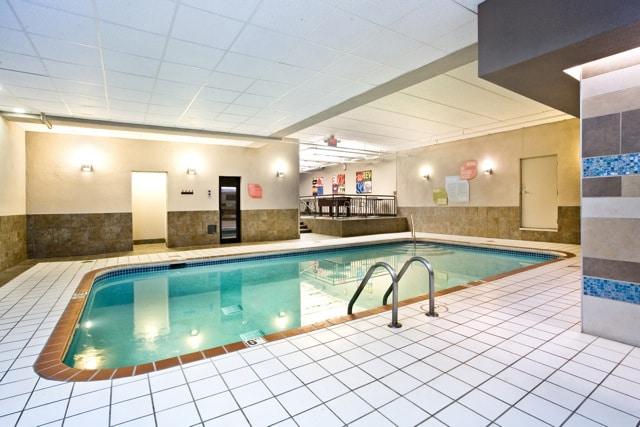 remodeling-inside-commercial-pool